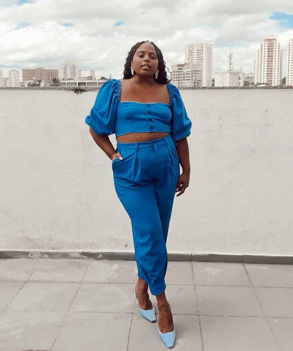 Carol Santos - conjunto azul - cuidados com o corpo - outono - brasil - https://stealthelook.com.br