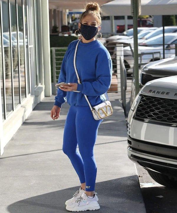 Jennifer Lopez - calça confortável - legging - outono - street style - https://stealthelook.com.br