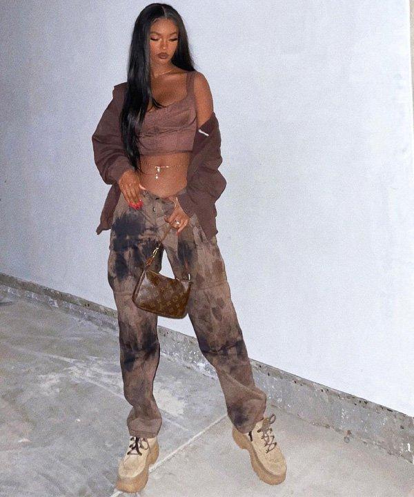 Mariama Diallo - tendências dos anos 2000 - moda dos anos 2000 - outono - street style - https://stealthelook.com.br