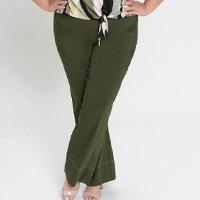 Mink - Calça Plus Size Flare Verde Ajustável Ao Corpo