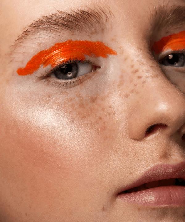 Delineados coloridos - olhos coloridos - Tendências de beleza - verão - home office - https://stealthelook.com.br