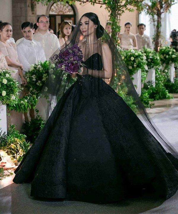 Harper's Bazaar Singapure - vestido de noiva - vestido de noiva preto - outono - brasil - https://stealthelook.com.br