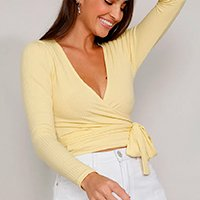 blusa feminina cropped transpassada canelada com amarração manga longa decote v amarela claro
