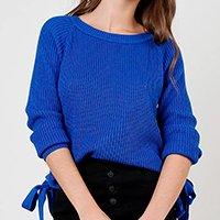 suéter de tricô com ilhoses decote redondo azul royal