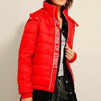 jaqueta puffer gola alta com capuz removível vermelha