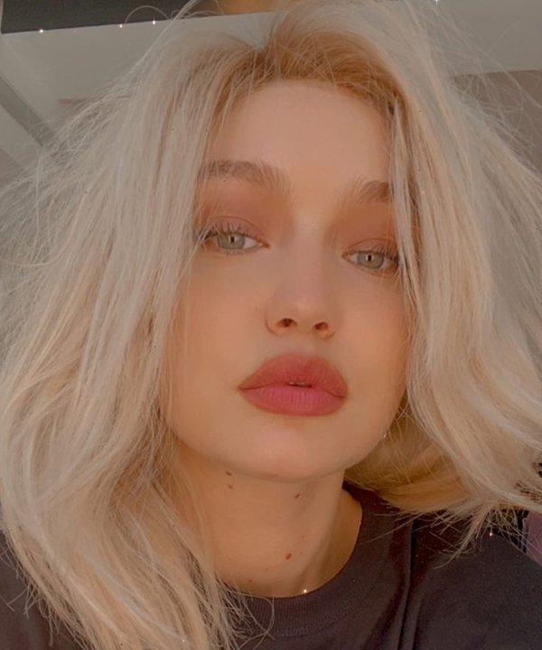 Gigi Hadid - cabelo platinado - cabelo plantinado - inverno - brasil - https://stealthelook.com.br