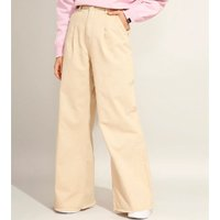 calça wide pantalona com pregas e barra desfiada cintura super alta pantone kaki