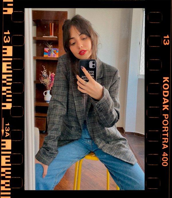 Giovana Marçon - jeans e camiseta - básicos - outono - em-casa - https://stealthelook.com.br