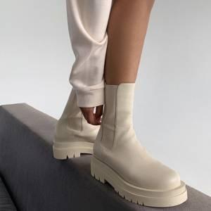 Sapatos femininos em 2022 Off White