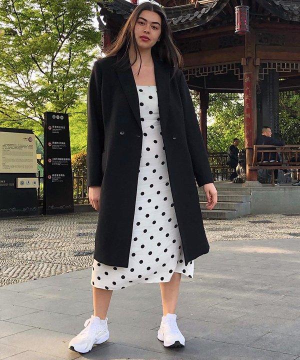 Lauren Chan - tênis esportivos - sapatos 2021 - outono - street style - https://stealthelook.com.br