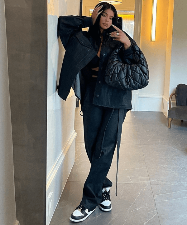 Kylie Jenner  - Look monocromático  - Kylie Jenner  - Inverno  - Steal the Look  - https://stealthelook.com.br