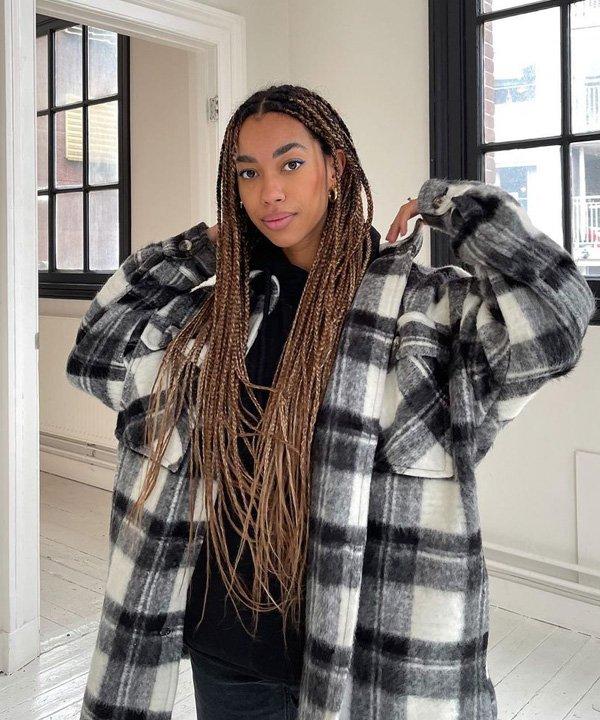 Amaka Hamelijnck - casacos para comprar neste inverno - camisa oversized xadrez - outono - street style - https://stealthelook.com.br