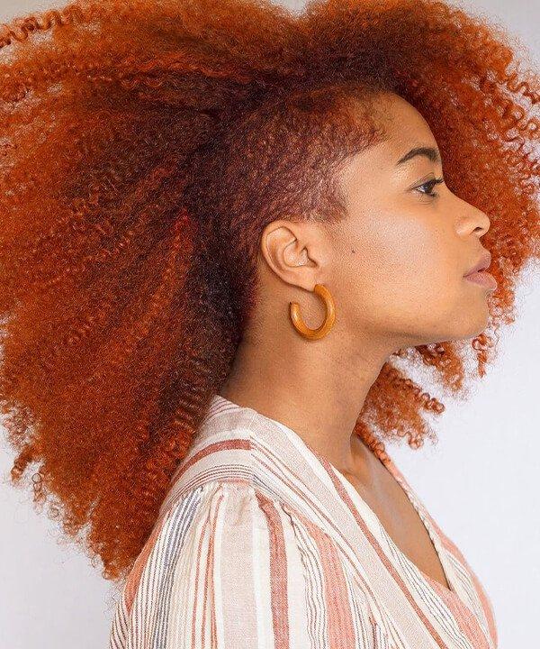 Leysa Carrillo - cabelo afro - cabelo tingido - inverno - brasil - https://stealthelook.com.br