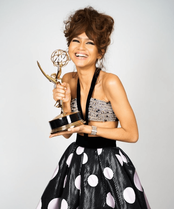 Zendaya - Euphoria - Emmy - Drama - Look - https://stealthelook.com.br