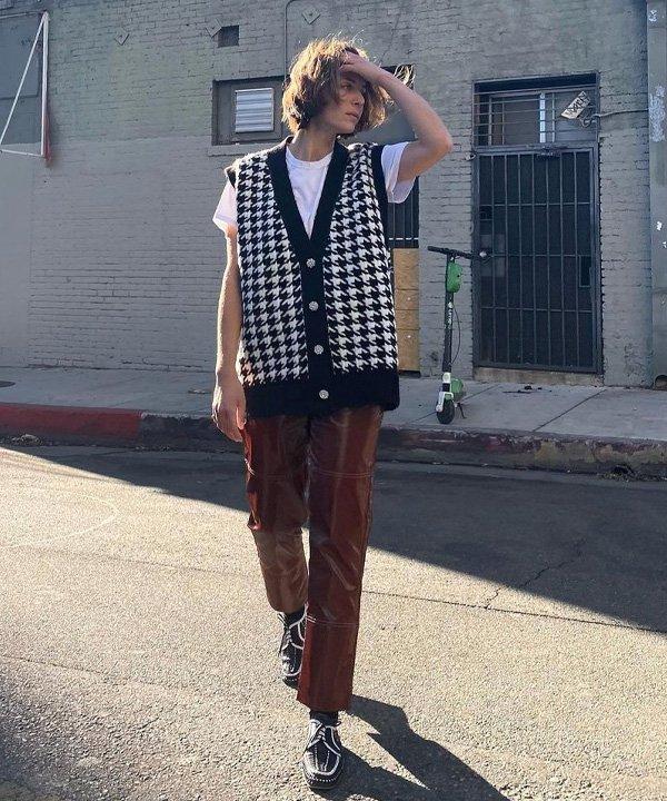 Jen Azoulay - blusas de tricô - looks de inverno - outono - street style - https://stealthelook.com.br