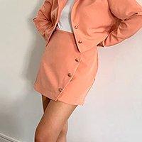 saia feminina mindset curta transpassada com botões coral