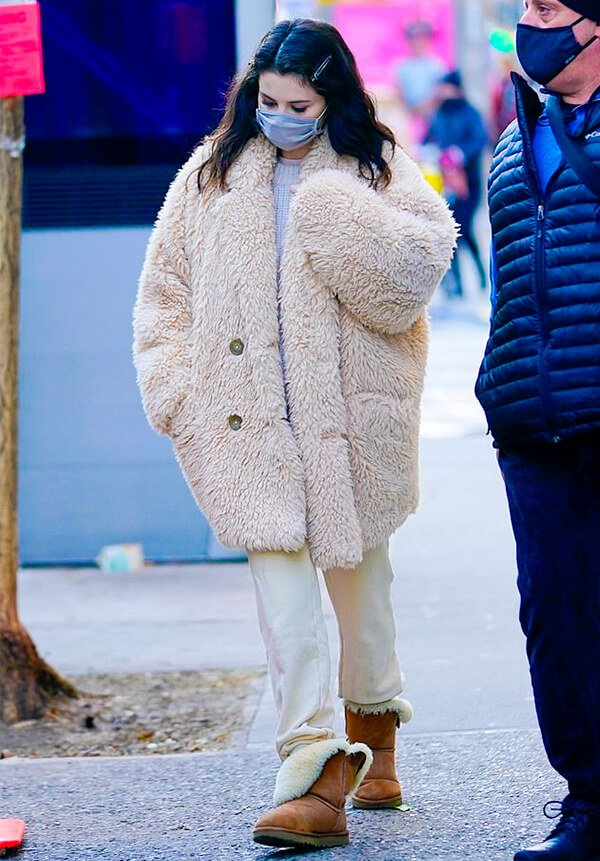 It girls - Selena Gomez - Selena Gomez - Inverno - Street Style - https://stealthelook.com.br