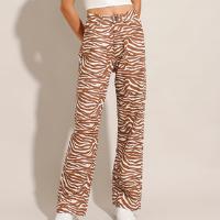 calça reta de sarja estampada animal print zebra cintura super alta marrom