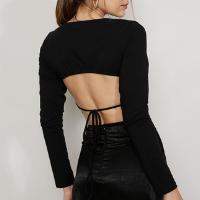 blusa feminina mindset cropped com vazado e amarração manga longa decote redondo preta
