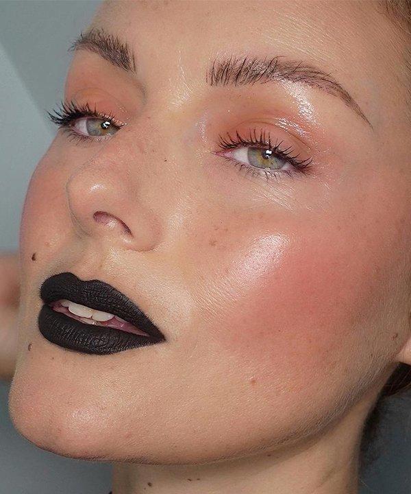 KATIE JANE HUGHES - maquiagem - batons coloridos - inverno - brasil - https://stealthelook.com.br