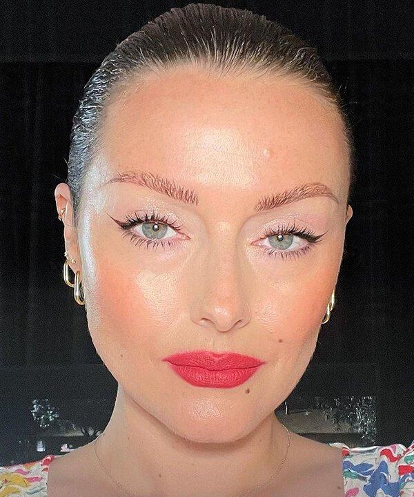 KATIE JANE HUGHES - maquiagem - blush - inverno - brasil - https://stealthelook.com.br
