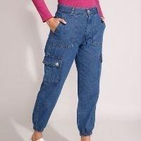 calça jogger cargo jeans cintura alta azul escuro