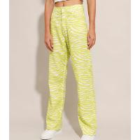 calça reta de sarja estampada animal print zebra cintura super alta verde