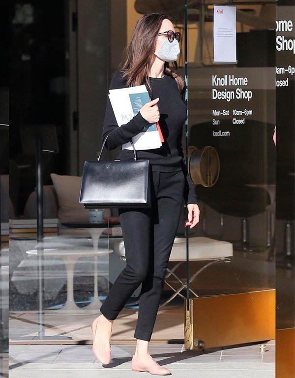 It girls - Como usar preto - Como usar preto - Inverno - Street Style - https://stealthelook.com.br