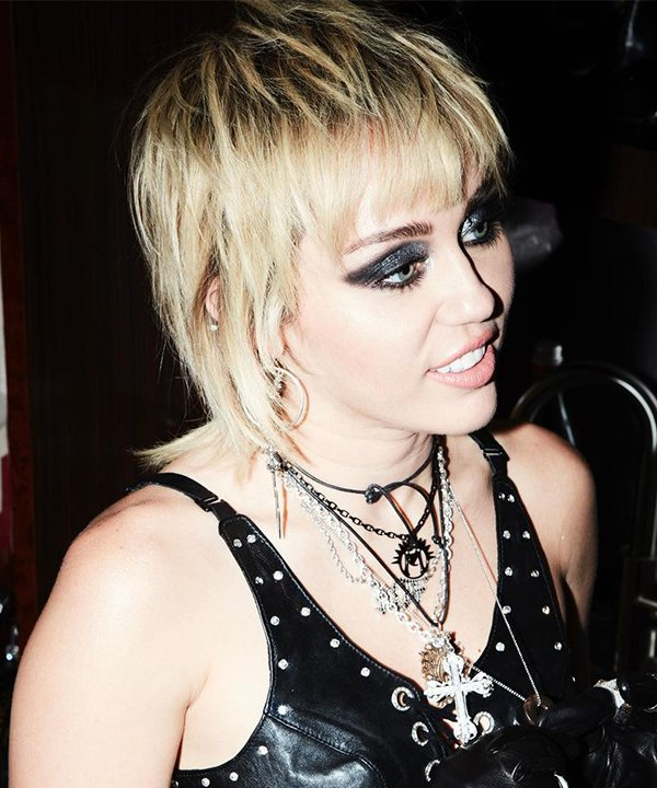 Miley Cyrus - wolf cut - wolf cut - inverno - brasil - https://stealthelook.com.br