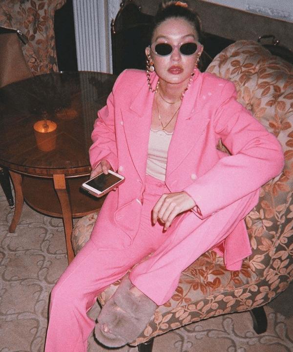 Gigi Hadid - Look monocromático  - sapato polêmico - Inverno  - Steal the Look  - https://stealthelook.com.br