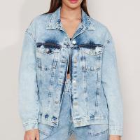 jaqueta ampla longa jeans marmorizada com bolsos azul claro - m