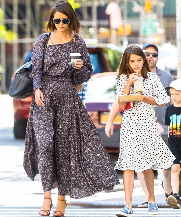 Katie Holmes e Suri Cruise - 2021 - mãe e filha - tendência - Look - https://stealthelook.com.br