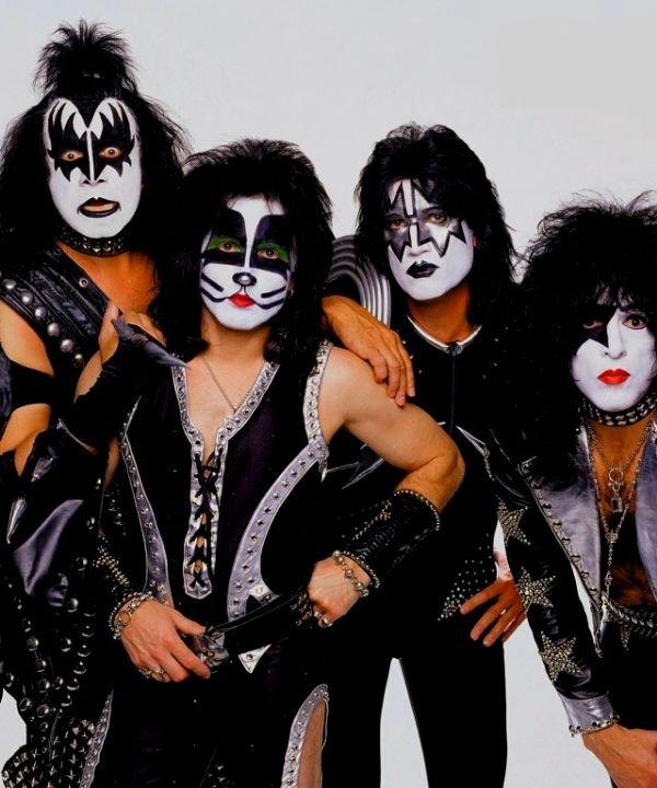 kiss  - heavy metal  - história do rock  - maquiagem de roqueira  - anos 70  - https://stealthelook.com.br