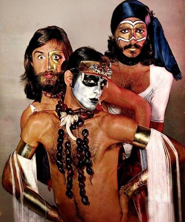 secos e molhados  - anos 70  - história do rock  - rock and roll  - heavy metal  - https://stealthelook.com.br
