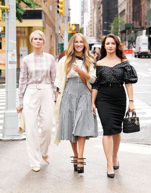 It girls - looks das celebridades - looks das celebridades - Inverno - Street Style - https://stealthelook.com.br