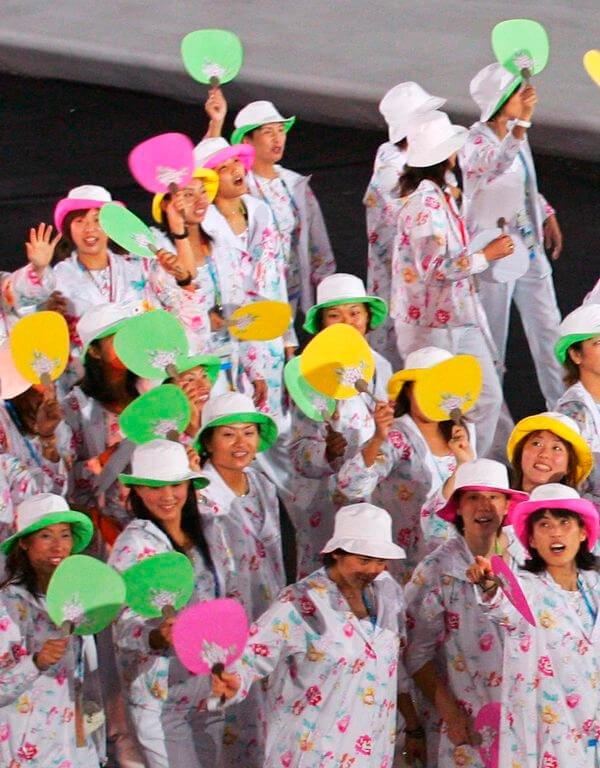 It girls - Jogos Olímpicos - Jogos Olímpicos - Inverno - Street Style - https://stealthelook.com.br