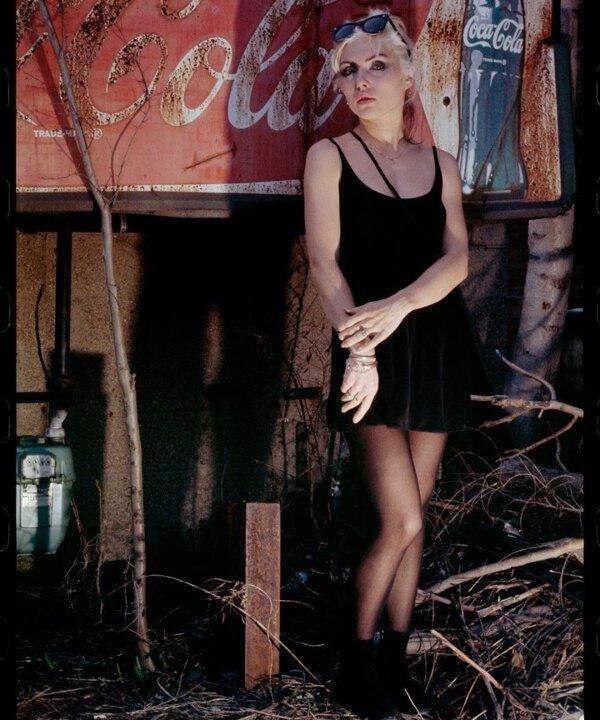 Debbie Harry - dia mundial do rock - Blondie - rockstars - rock - https://stealthelook.com.br