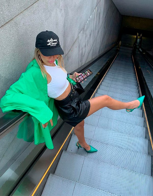 It girls - sapatos estilosos - sapatos estilosos - Inverno - Street Style - https://stealthelook.com.br