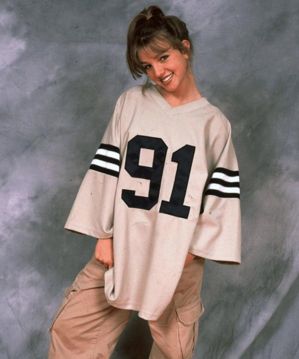 Britney Spears - Camiseta oversized - tendências esportivas dos anos 2000 - Inverno  - Steal the Look  - https://stealthelook.com.br