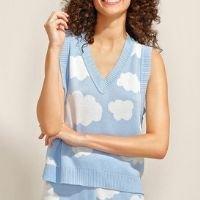 colete de tricô estampado de nuvens decote v azul claro
