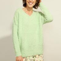 suéter de tricô felpudo decote v verde claro