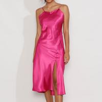 vestido feminino slip dress midi acetinado com fenda alça fina rosa escuro