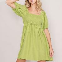 vestido com franzido curto manga bufante verde