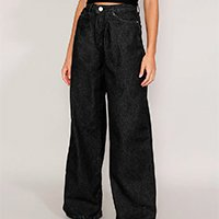 calça jeans feminina pantalona wide cintura super alta com pregas preta