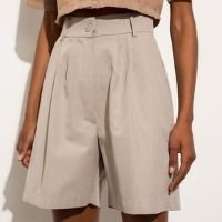 bermuda alfaiataria de algodão risca de giz com bolsos cintura super alta mindset bege