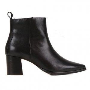 Bota Couro Shoestock Bico Fino Salto Alto Feminina - Feminino - Preto