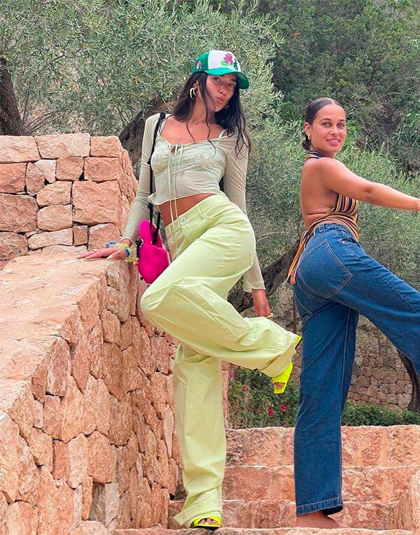 It girls - looks da Dua Lipa - looks da Dua Lipa - Inverno - Street Style - https://stealthelook.com.br