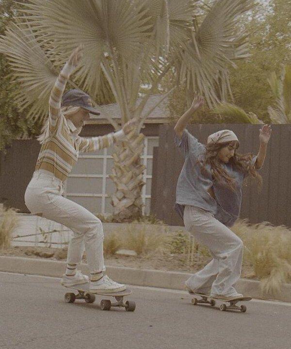 GRLSWIRL - 2021 - tenniscore - skatecore - tendência athleisure - https://stealthelook.com.br
