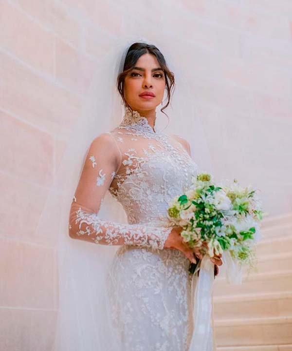 Priyanka Chopra - casamento - vestido de noiva com manga longa - inverno  - brasil - https://stealthelook.com.br