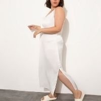 vestido slip dress acetinado plus size com renda longo alça fina mindset off white